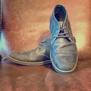 Grey men's Chukka Boots.
